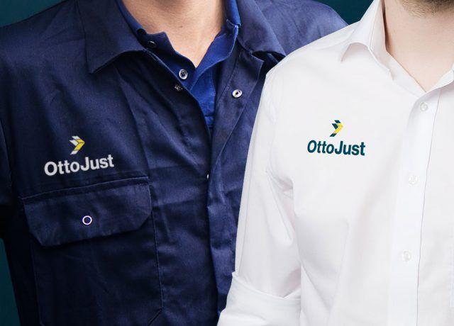 Mitarbeiter verschiedener Abteilungen mit Otto Just-Logo